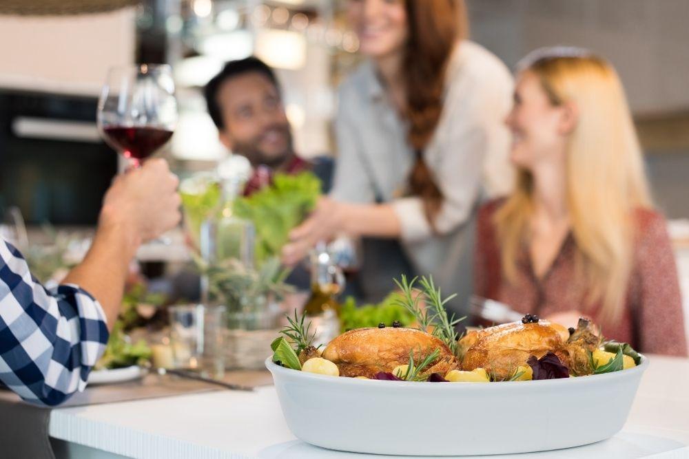 maquina de assar frango pessoas restaurante