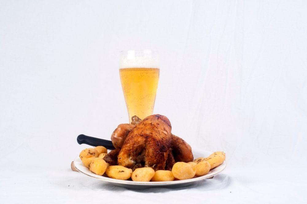 Maquina de assar frango bebidas