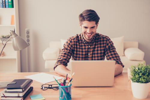 Conseguir um bico na internet é fácil para quem está desempregado