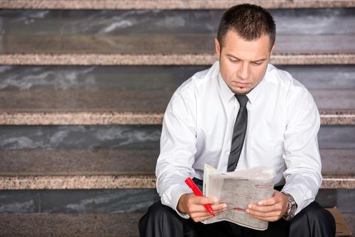 Quem está desempregado está a procura de dinheiro para pagar as contas