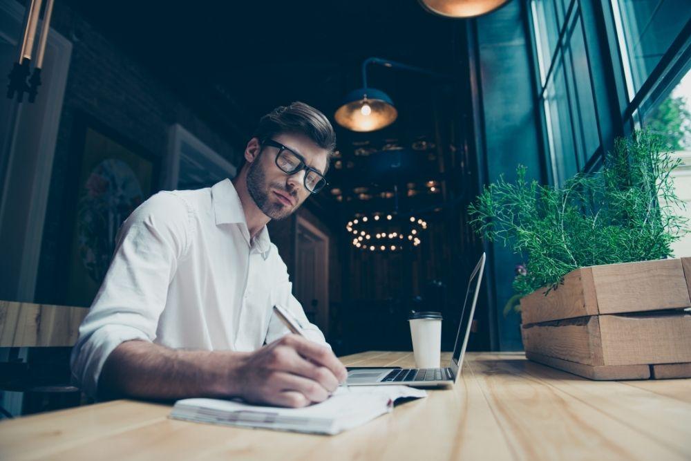 Como ganhar dinheiro em casa como escritor