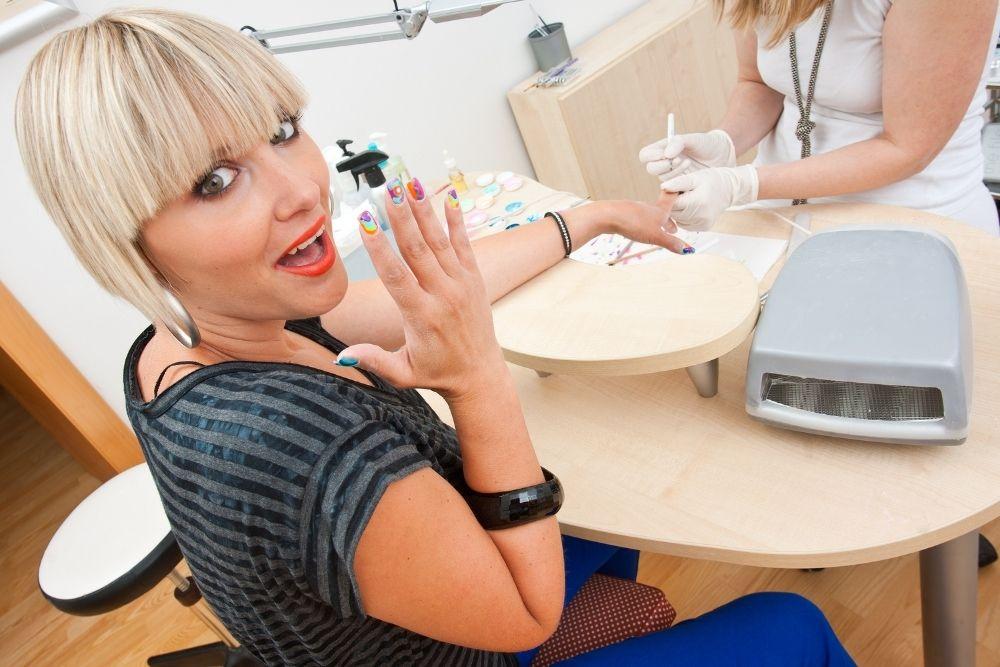 Como montar um salão de beleza - Manicure
