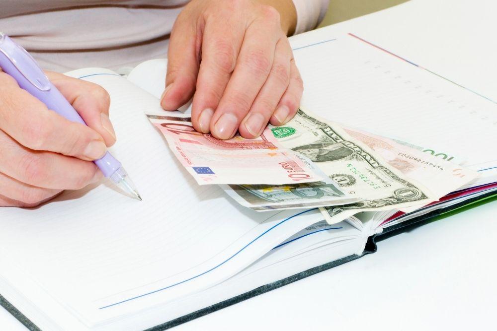 Saia do vermelho e controle o seu dinheiro